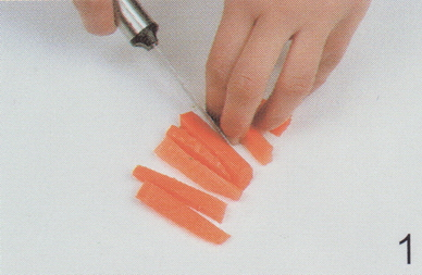 西兰花胡萝卜辣椒汁的做法1
